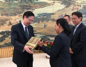 Dalam kunjungan kerja ke Beijing, China (15/5/2018) Menteri BUMN RI Rini Soemarno dan rombongan bertemu dengan Beijing Easpring Material Technology Co., Ltd. untuk menjajaki potensi kerja sama dengan Holding Industri Pertambangan INALUM demi mendukung hilirisasi pertambangan.